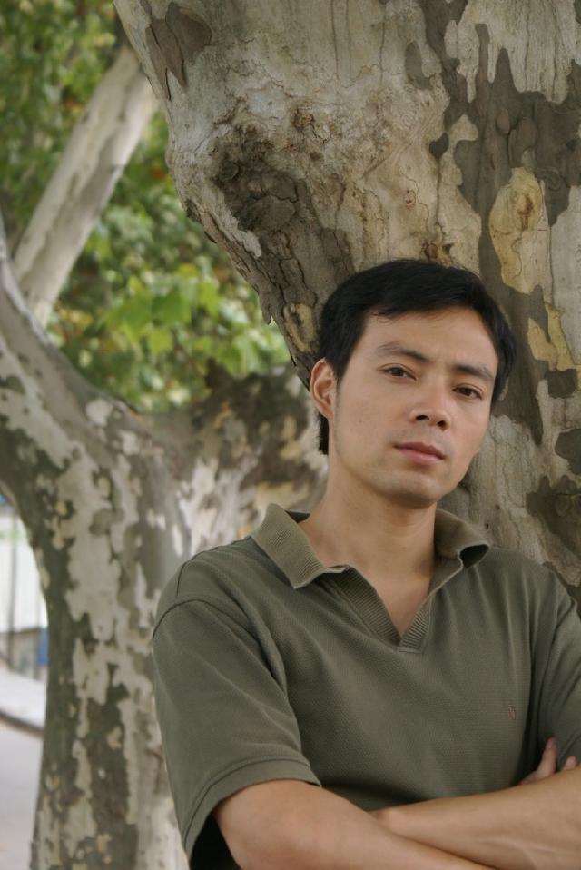 伍鹏飞 男 安徽无为人 2008年毕业于上海大学美术学院油画专业,硕士, 现为安徽工程大学艺术学院讲师。