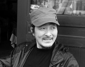 何强华 1960年生于中国上海,水彩画家。作品多次入选全国和上海画展。曾获第二届全国水彩画展优秀奖。2000年上海水彩画大展优秀奖。作品广为欧美等国收藏。现为中国美术家协会会员。上海市美术家协会会员。