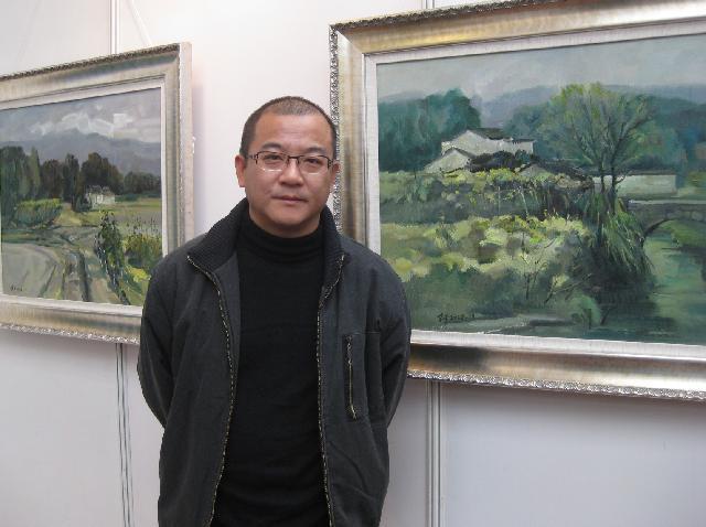朱平 1962年7月出生于安徽,1983年考入安徽阜阳师范学院美术系,1987年获学士学位,分配至马鞍山市工作。现为中国美术家协会安徽会员、安徽省青年美术家协会会员。1999年被人才引进,调入上海市,现工作生活于上海。
