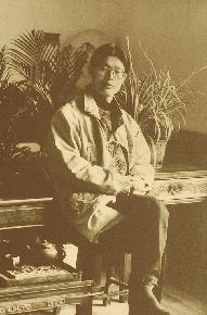 姜建忠(特邀名家) 1957年8月生于上海,中国美术家协会会员,中国油画家协会理事; 上海美术家协会油画艺术委员会副主任;  上海大学美术学院造型艺术部主任,油画系教授,博士生导师。