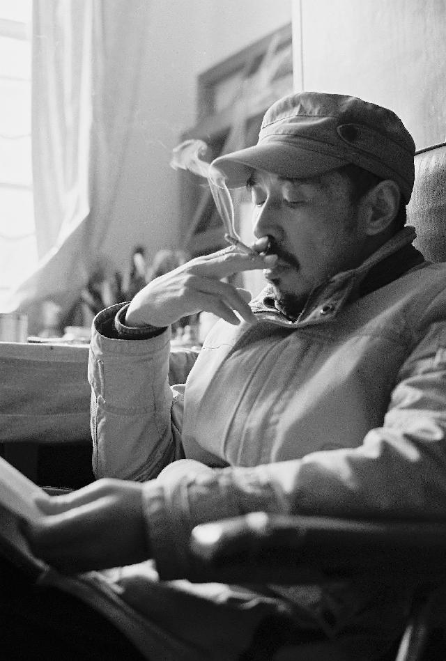 王国安 汉族,1958年7月生,毕业于华东师范大学艺术系。曾任刘海粟美术馆展览部主任,现为上海市美术家协会会员、东华大学艺术设计学院、服装学院副教授。