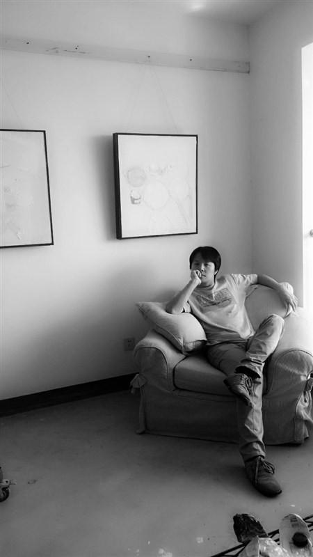 冯玮 1982年3月17日生于中国上海   2000年—2004年,就读于上海师范大学美术学院首届油画班    上海美术家协会会员