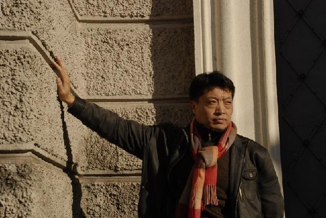 侯伟 中国美术家协会会员,上海美术家协会会员,上海水彩画学会会员,上海师范大学美术学院副教授,西画教研室主任,硕士生导师