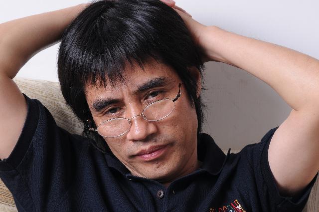 程俊杰 1958年11月生于安徽省,1985年毕业于中央工艺美术学院。同年到上海师范大学美术学院任教至今。 教授,硕士生导师。中国美术家协会会员,上海美术家协会理事、油画艺委会委员。
