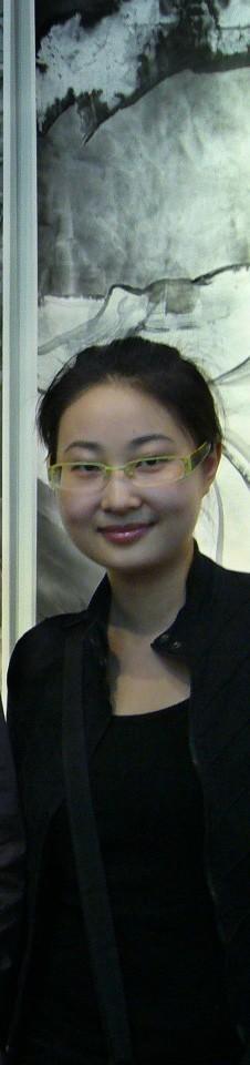 赵娟 1979年生,14岁举办个人画展,2000年被聘为中国艺术研究中心特邀创作委员,2002年毕业于西安美术学院国画系,2003年被聘为中国国际书画研究院研究员,2007年获上海大学美术学院国画系硕士学位,师从乐震文先生研究海派山水