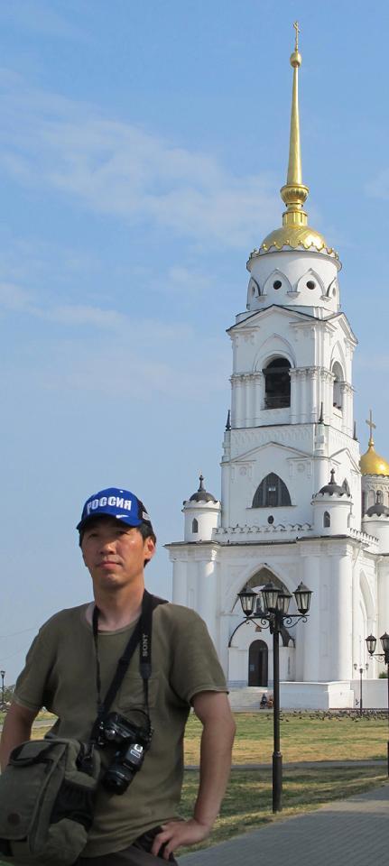杜永平 1956年生于上海 毕业于上海大学美术学院油画专业 和上海师范大学中国书画专业。 现为上海市美术家协会会员、 上海书画院画师、 恒源祥上海香山画院画师。
