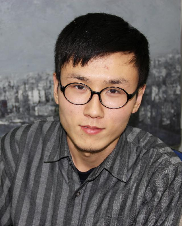 王小双 生于河北 2013年毕业于西安美术学院油画系 学士 2013年至今就读于上海大学美术学院油画系 硕士