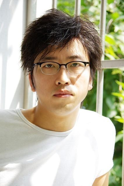 张二虎 1974年生于上海,硕士毕业于上海大学美术学院油画系