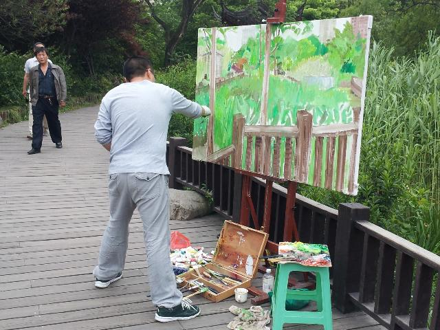 徐然书 徐然书  安徽霍邱人  毕业于吉林大学艺术学院油画三工作室  师从油画家赵开坤先生、吴向东先生、刘磊老师、孙昌武老师。