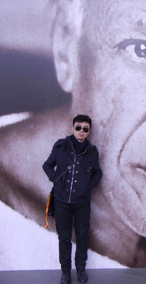 孙伟  1984年生于山西  2007年毕业于西安美术学院油画系 学士      2010年至今就读于上海大学美术学院油画系 硕士