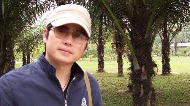 钟泽栋 1977年出生于湖南株洲,2003年中南大学艺术学院毕业,并获学士学位,现为中南大学建筑与艺术学院研究生,东方当代艺术研究所研究员,湖南省美术家协会会员。