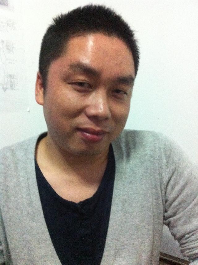 袁荣 1997年毕业于江苏南通海门师范美术专业 2005年毕业于江苏南通大学美术专业