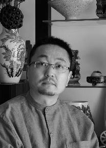 赵永泉 1969年生于山东,毕业于东华大学服装与艺术设计学院,硕士,现职上海商学院艺术设计学院教授、副院长。