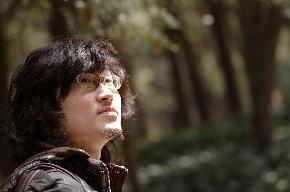 王轶 1982年出生于上海。 2004年毕业于上海师范大学美术学院 获学士学位 现为职业画家