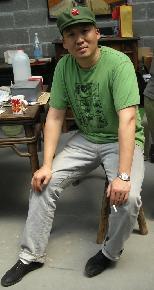谢历恩 2009上大美院架上绘画硕士研究生毕业,现就职于上海工艺美术学院