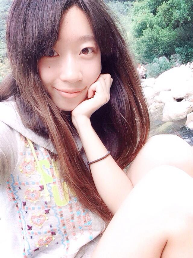 曹静雅 1990年生于甘肃庆阳。 2012年本科毕业于西安美术学院,美术教育系 现就读于西北民族大学美术学院,中国画山水工作室,硕士研究生在读