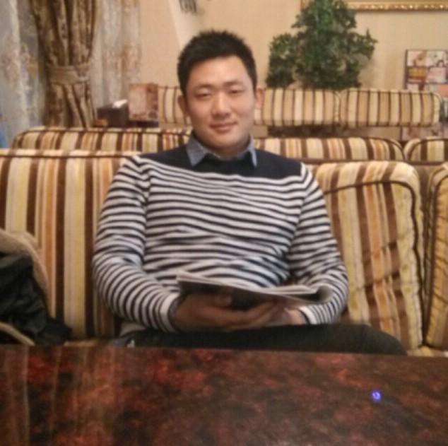 刘学浩  2009年毕业于西华师范大学美术学院。中国美术研究院会员。中国写生俱乐部会员。