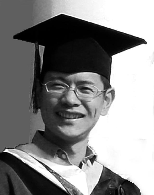 徐增英 1977年生于上海 1997年毕业于上海市工艺美术学校 2001年毕业于上海工程技术大学服装学院 2010年毕业于上海东华大学服装•设计学院  获艺术硕士学位(MFA) 自幼酷爱绘画,学贯中西,致力于当代艺术的研究创作,现为美协会员、高校教师