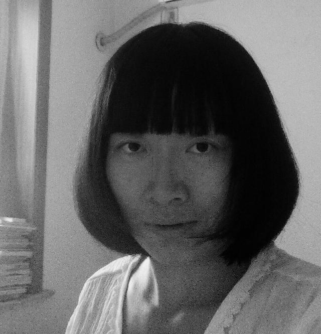 邱枫 毕业于上海音乐学院,2012年开始自学油画。