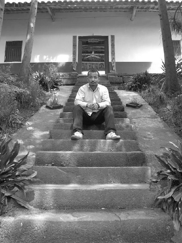 董开文 原名董鹏飞,1981年生于河南郑州,2003年进修于北京画院,后师从于隋牟先生,在国内多个省市举办过展览,作品广泛流传于美国,日本,韩国,新加坡,马来西亚等国,相继被艺术机构,政府及国外驻华使馆等单位收藏,现居北京。出版有《董开文作品集》