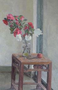 凳子上的山茶花