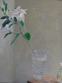 凳子上的百合花